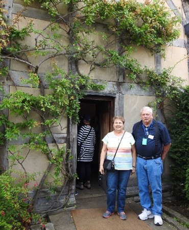 Two of our CIE guests enjoying the exterior of Shakespeare's home
